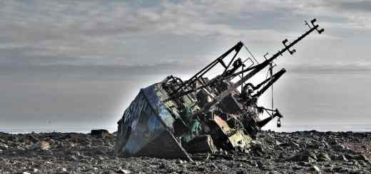 Radikal das Schiffswrack verlassen, um zu Segeln. (Foto: Rallis Kourmpetis, Unsplash.com)