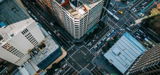 Von hoch oben in die Tiefe. (Foto: Alexander Pidgeon, Unsplash.com)