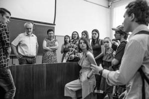 Kreative Studienberatung. Rektor Alexej Warlamow beantwortet im Sommer 2018 Fragen von Bewerbern. (Foto: Literaturinstitut Maxim Gorki)