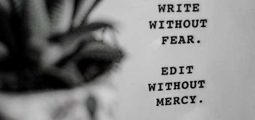 Ob in der russischen oder englischen Literatur, jeder Schriftsteller muss den Willen haben, ein Werk zu vollenden. (Foto: Neue Debatte mit Material von Hannah Grace, Unsplash.com)