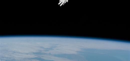 Ein Blick wie bei Google Earth. Ein Astronaut schwebt über der Erde im All. (Foto: Nasa, Unsplash.com)