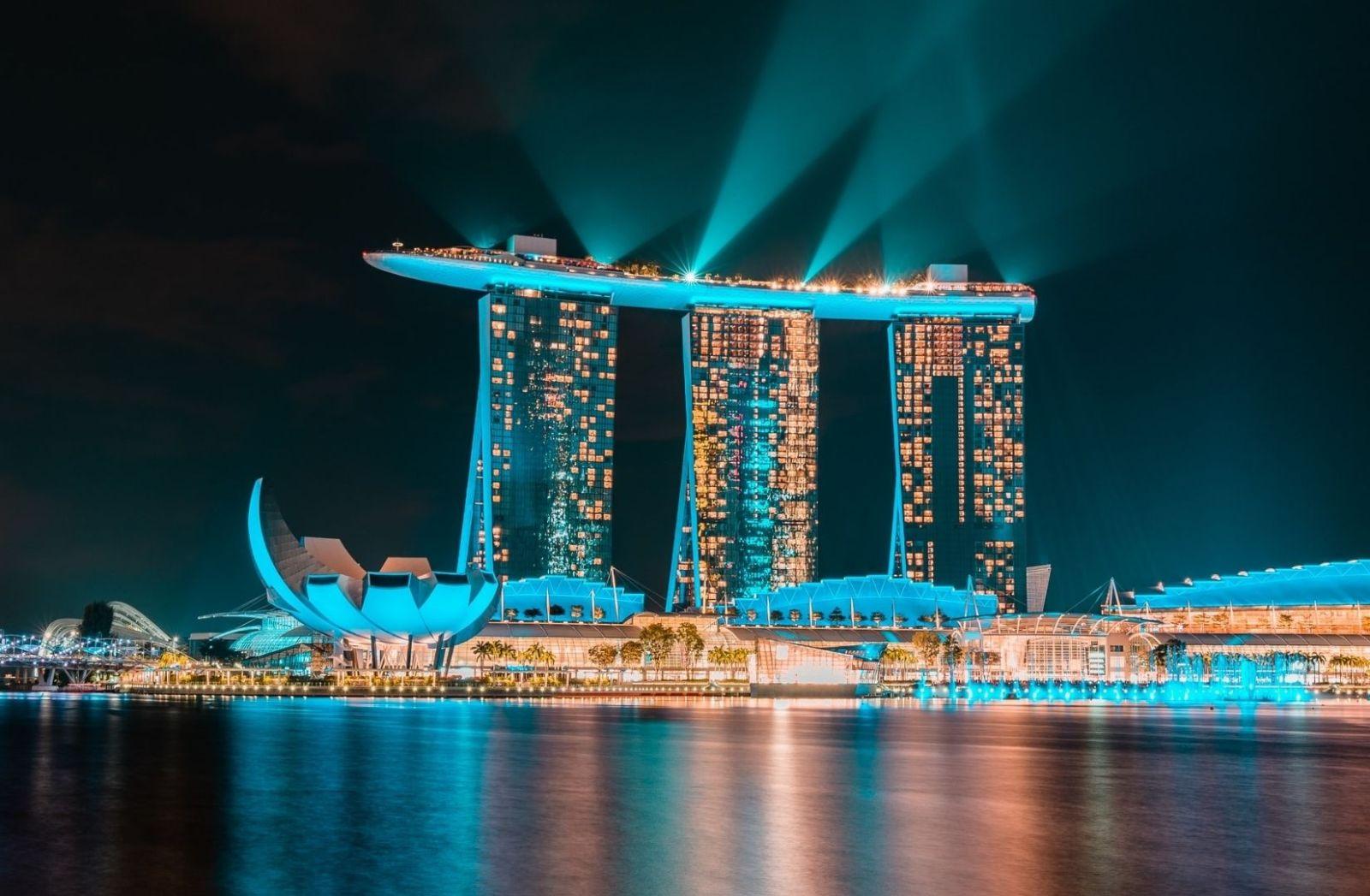 Das Marina Bay Sands in Singapore erinnert an Science Fiction (Foto: Shawnn Tan, Unsplash.com)