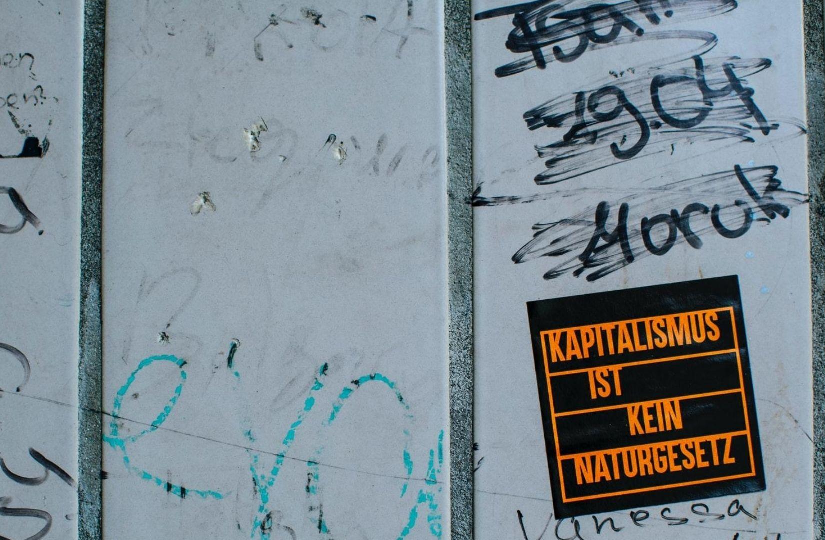 Der Satz, Kapitalismus ist kein Naturgesetz, passt zum Programm von Links. (Foto: Markus Spiske, Unsplash.com)