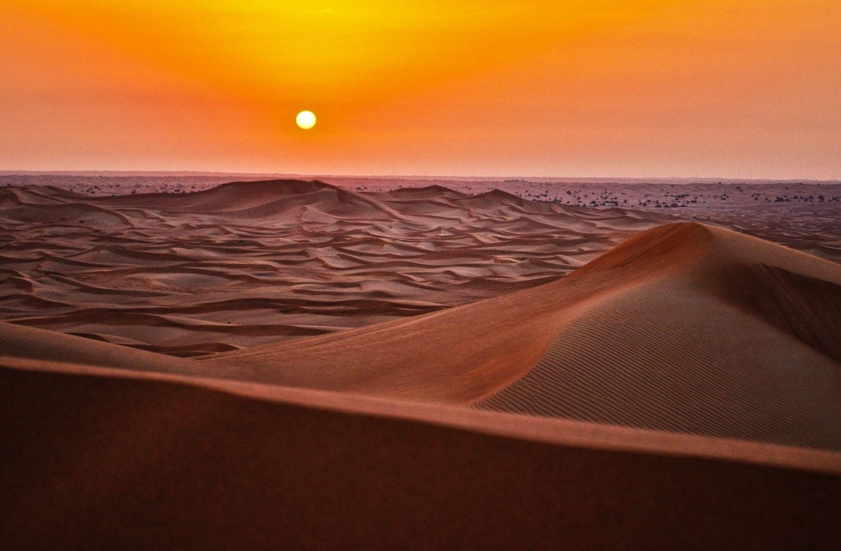 Die Hitze der Wüste ist wie Feuer am Fuss. (Foto: Fabian Struwe, Unsplash.com)