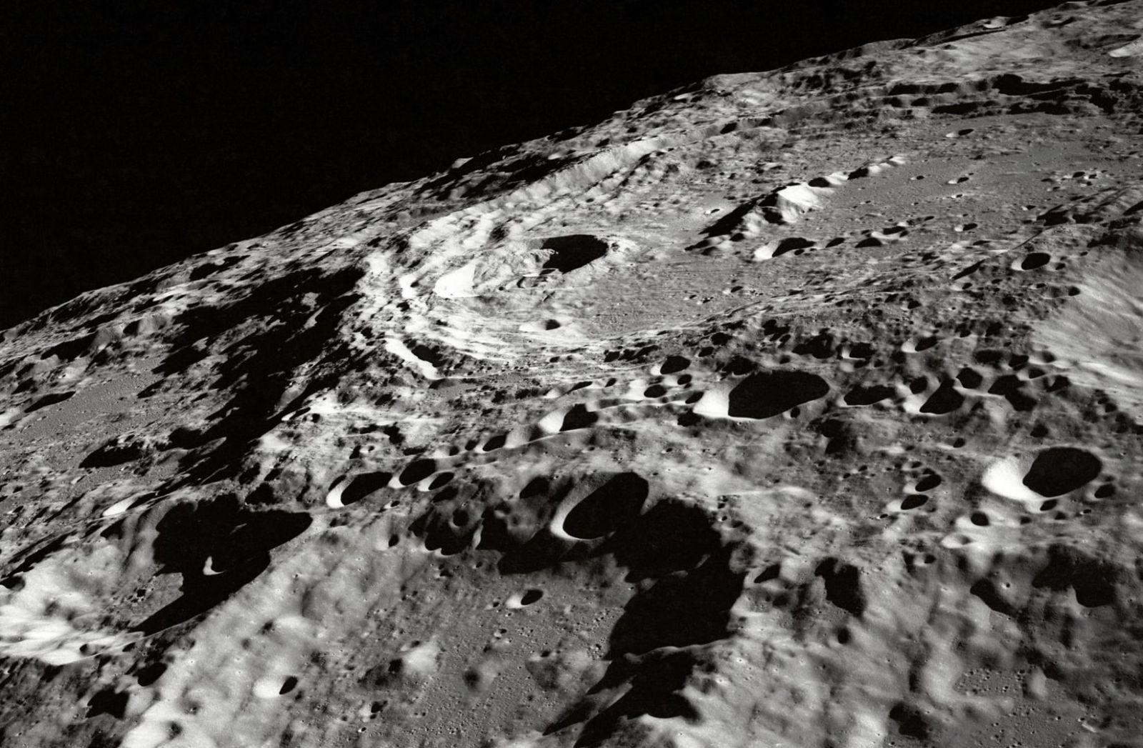Die Oberfläche des Mondes ist mit Kratern überzogen. Der Planet ist unbewohnbar. (Foto: Nasa, Unsplash.com)