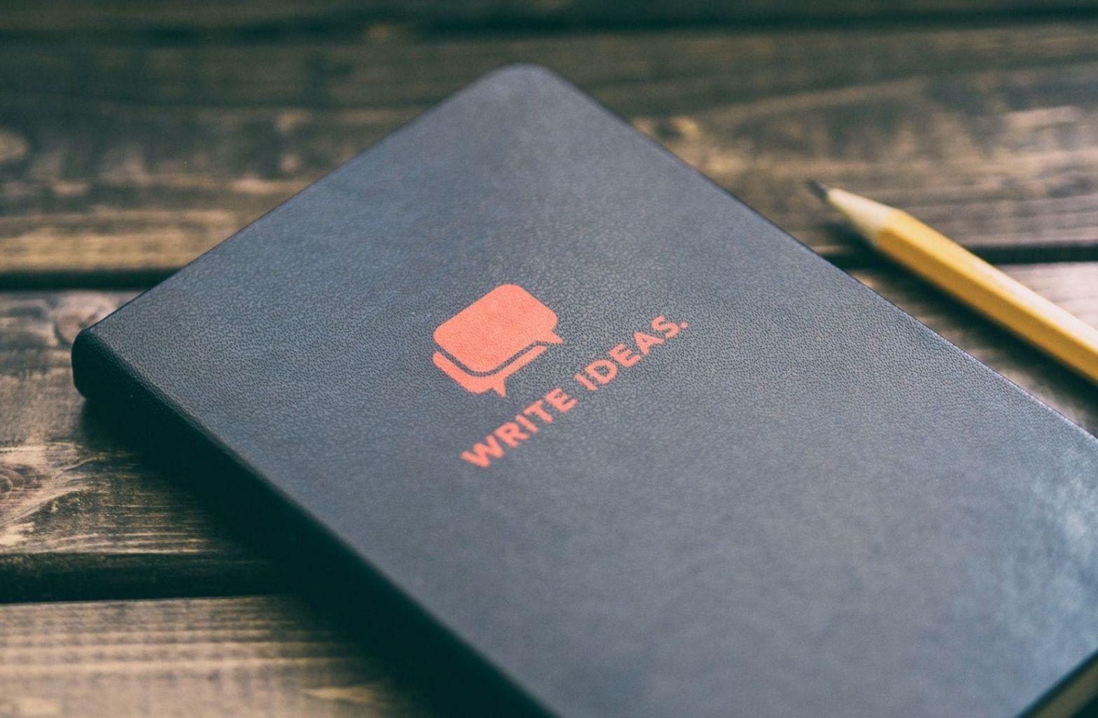 Ordnung in die Ideen bringen durch Notizen. (Foto: Aaron Burden, Unsplash.com)