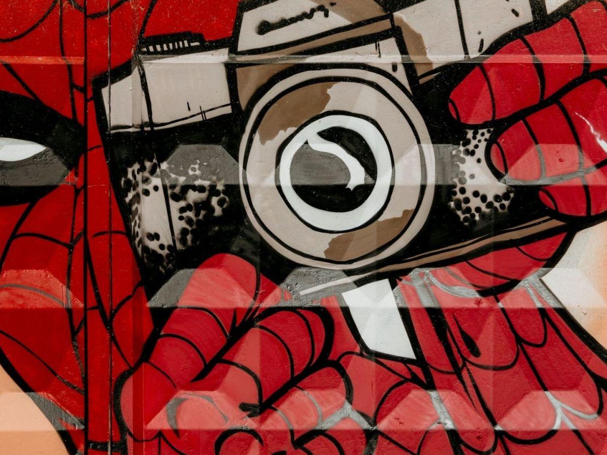 Symbol für eine Supermacht ist ein Graffitie in Kiew. (Foto: Marjan Blan, Unsplash.com)