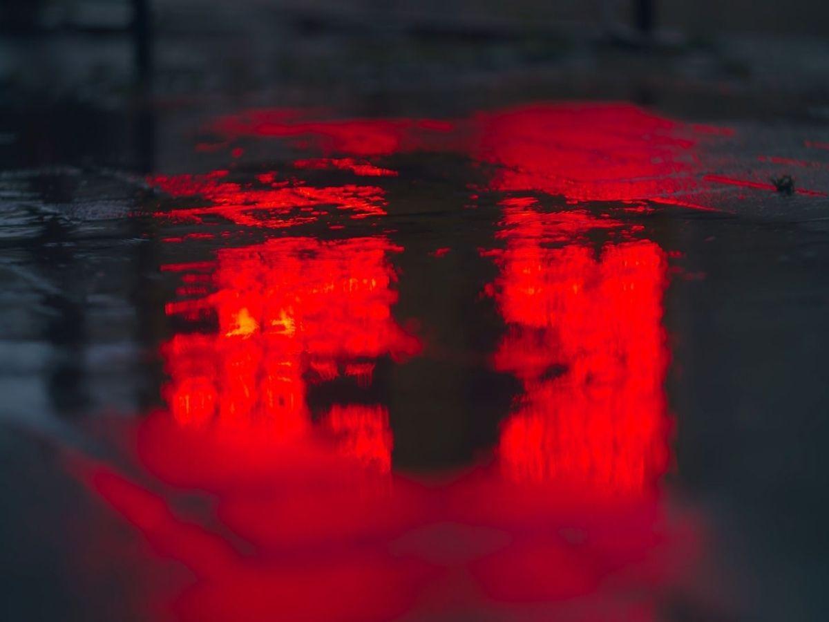 Rot wie das Rote Wien. (Foto: Ed Leszczynskl, Unsplash.com)