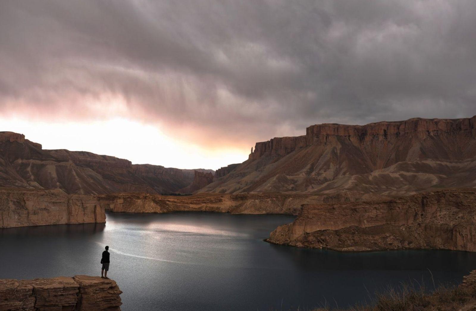 Band-e Amir in Afghanistan, wo seit über 40 Jahren Krieg oder Bürgerkrieg herrscht. (Foto: Nasim Dadfar, Unsplash.com)