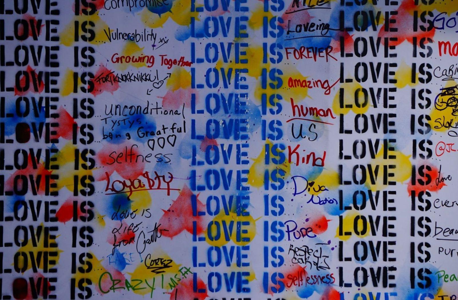 Liebe als Paradox. (Foto: Dimitar Belchev, Unsplash.com)