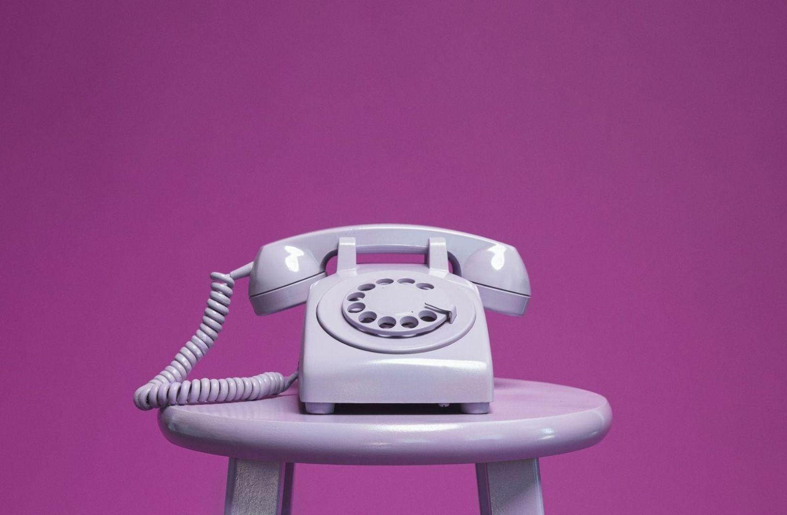 Demografie der Telefontechnik in Kunst vereint. (Foto: Luke Southern, Unsplash.com)