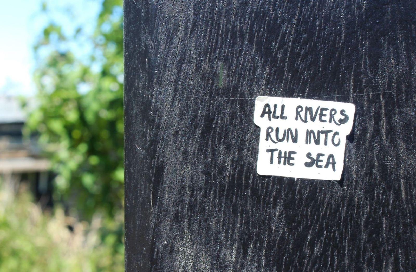 All Rivers run into the Sea. (Foto: Tamar, Unsplash.com)