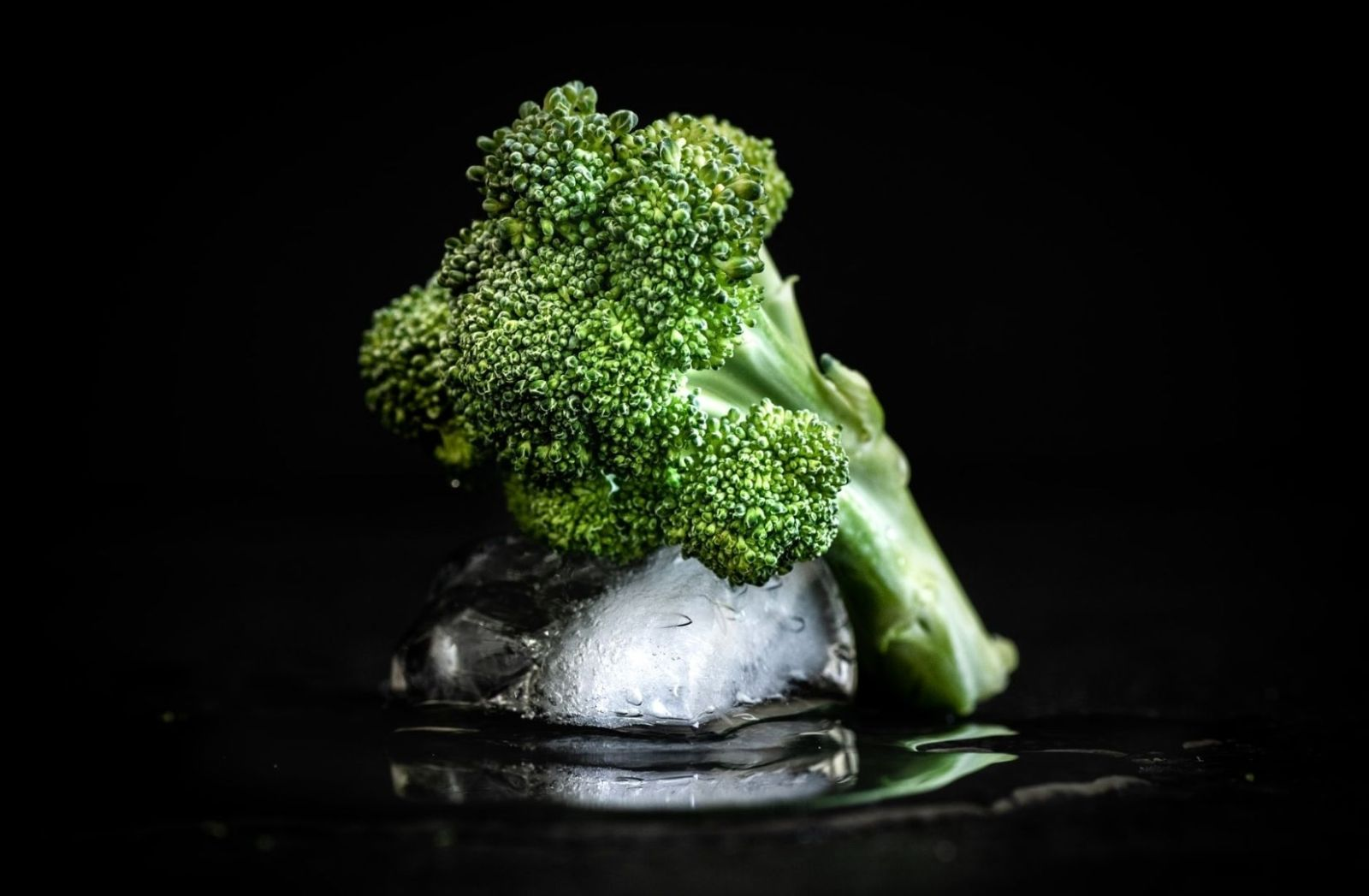 Gemüse auf Eis. (Foto; blackishoot, Unsplash.com)