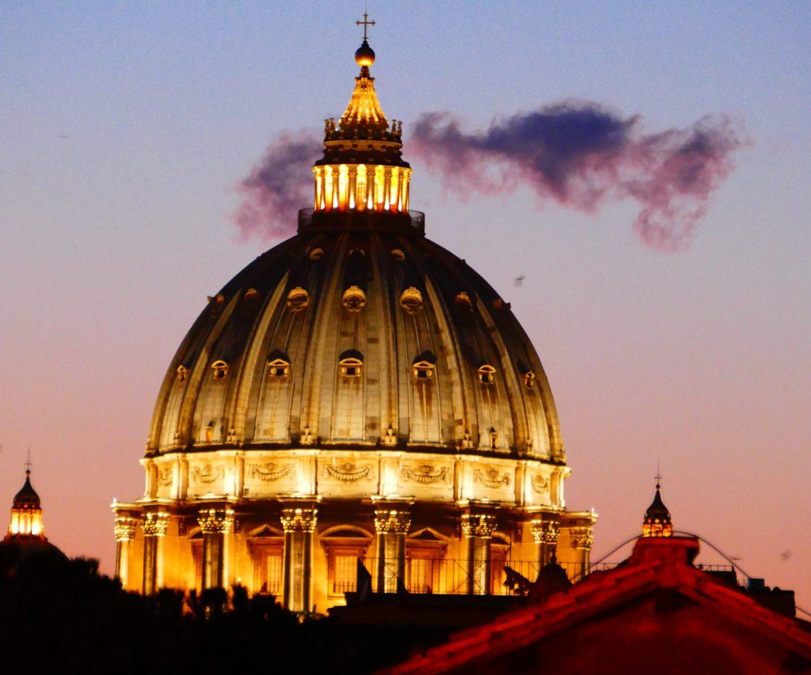 Fragen der Macht und der Machtkontrolle haben schon oft Revolutionen ausgelöst. Auch in der Kirche ist die Machtfrage zentral, sie ist eng verbunden mit ihrem Wesenskern. Der Synodale Weg streitet darüber.