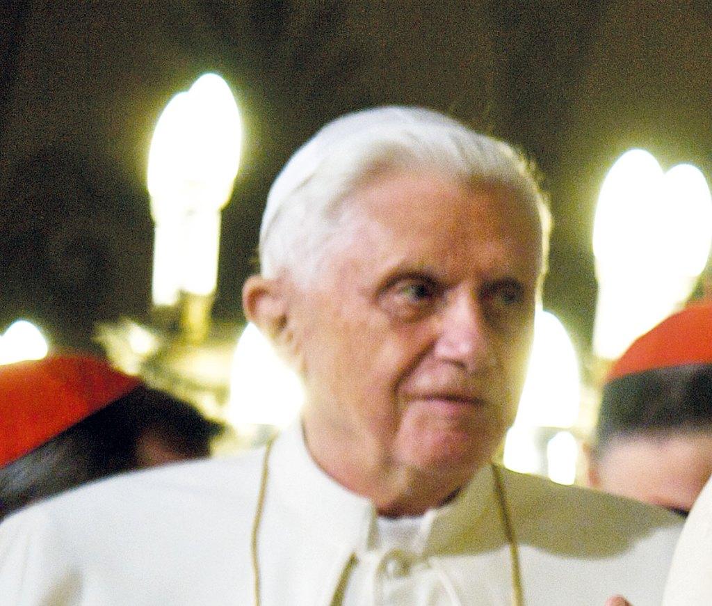"""Würzburg – PapstBenedikt XVI. hat nach einem Bericht der katholischen Wochenzeitung """"Die Tagespost"""" (online) bei seinem Rücktritt 2013 damit gerechnet, nicht mehr lange zu leben. Sie zitiert dazu aus einem Online-Vortrag von Benedikts Privatsekretär, Erzbischof Georg Gänswein:""""Als er im Frühjahr 2013 zurücktrat, war ihm und mir - das darf ich hier gestehen - als hätte er nur noch einige Monate vor sich, aber keine acht Jahre mehr."""""""