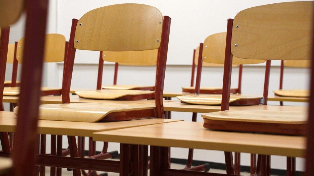 """Bundesbildungsministerin Anja Karliczek (CDU) hält eine Öffnung von Schulen vorerst nur in Ausnahmefällen für möglich. Eine flächendeckende Rückkehr zum Präsenzunterricht """"dürfte momentan wegen der allgemeinen Infektionslage vermutlich noch verfrüht sein"""", sagte die Ministerin den Zeitungen der Funke Mediengruppe (Sonntag)."""