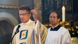 Pfarrer Robert Linden übergab den Schlüssel (Foto: Achim Pohl/Bistum Essen)