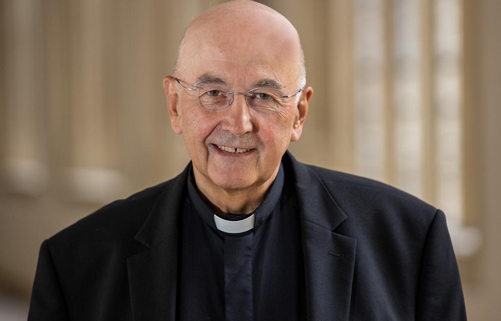 ) Münsters Bischof Felix Genn prüft derzeit offenbar, ob er gegen den Kölner Kardinal Rainer Maria Woelki kirchenrechtliche Untersuchungen aufnehmen wird.