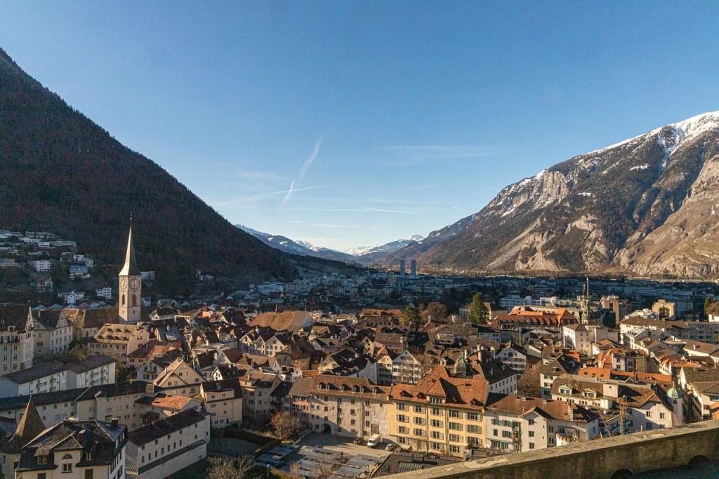 Nun geht alles ganz schnell: Bereits an diesem Montag wählen die 22 Domherren im Schweizer Bistum Chur einen neuen Bischof. Bisher war mit der Wahl erst nach Ernennung eines neuen Nuntius gerechnet worden.