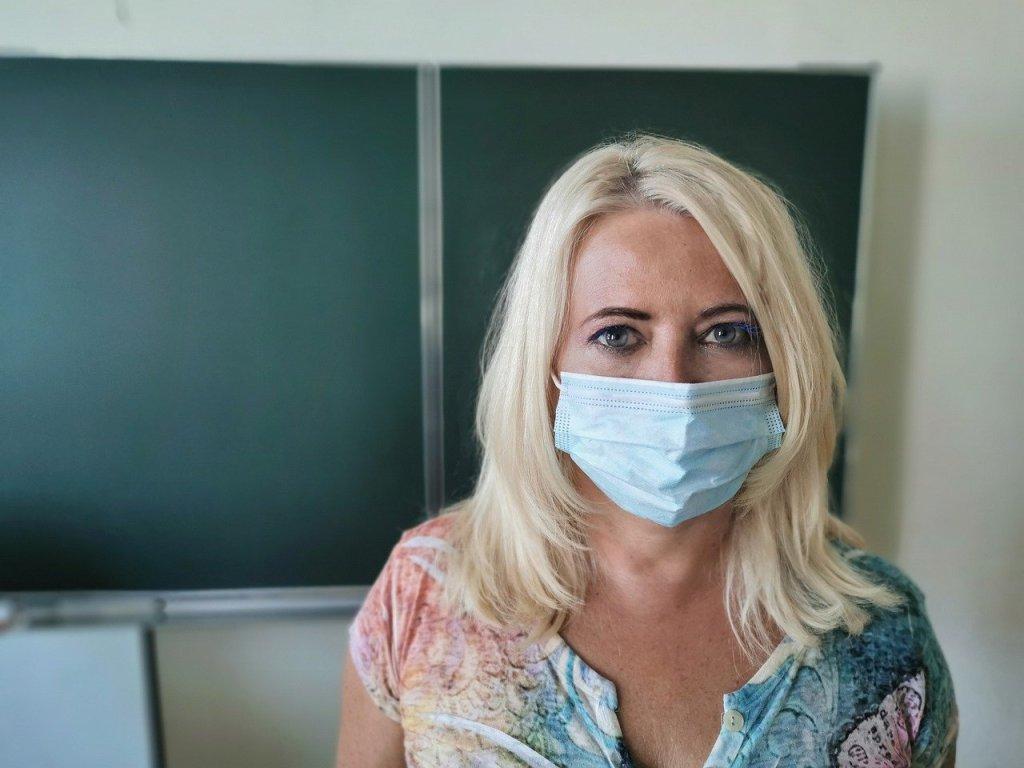 Die Gewerkschaft Erziehung und Wissenschaft (GEW) sieht angesichts mangelnder Corona-Schutzmaßnahmen in den Schulen die Gesundheit von Schülern und Lehrern gefährdet.