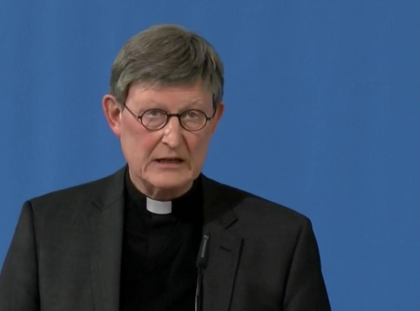 """Köln –Der umstrittene Kölner Kardinal Rainer Maria Woelki hat sich in seine vom Papst gewährte Auszeit verabschiedet. """"Zunächst werde ich 30-tägige Exerzitien machen, auch ein Grund, warum ich den Heiligen Vater um diese Auszeit gebeten hatte"""", sagte der Erzbischof am Sonntag im """"Wort des Bischofs"""" auf dem bistumseigenen Online-Portal domradio.de. Anschließend wolle er sich in Nachbarländern, vielleicht in den Niederlanden, über deren Wege der Seelsorge informieren. """"Noch mal einen anderen Blick auf Vieles bekommen, das wünsche ich mir."""""""