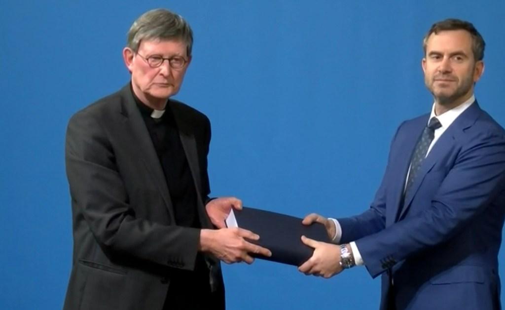 Nach monatelanger Debatte ist am Donnerstag ein Gutachten über den Umgang mit Missbrauchsfällen im Erzbistum Köln vorgestellt worden. Es belastet unter anderem den Hamburger Erzbischof Stefan Heße (54), den Kölner Weihbischof und früheren Generalvikar Dominikus Schwaderlapp (53) sowie den früheren Kölner Generalvikar Norbert Feldhoff (81). Ihnen sowie den bereits verstorbenen Erzbischöfen Joseph Höffner (1906-1987) und Joachim Meisner (1933-2017) attestiert die Anwaltskanzlei Gercke & Wollschläger in ihrer am Donnerstag in Köln präsentierten Untersuchung jeweils zahlreiche Pflichtverletzungen im Umgang mit Missbrauchsfällen - gemessen am staatlichen und kirchlichen Recht sowie am kirchlichen Selbstverständnis.