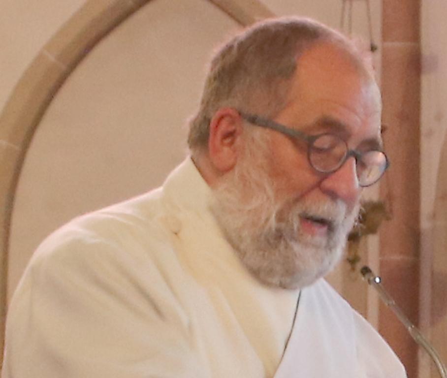 Trauer um Diakon Ewald Hillmann: Wie jetzt bekannt wurde ist er bereits am Mittwoch, 26. Mai 2021, im Alter von 60 Jahren verstorben.