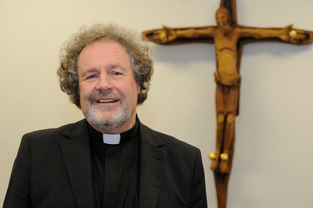 Er gilt als bedächtig und kommunikativ - der neue Übergangsverwalter für das Erzbistum Köln. Er übernimmt auf Zeit von Kardinal Woelki die Leitung der größten deutschen Diözese. Rom erhofft sich von ihm vor allem eins.