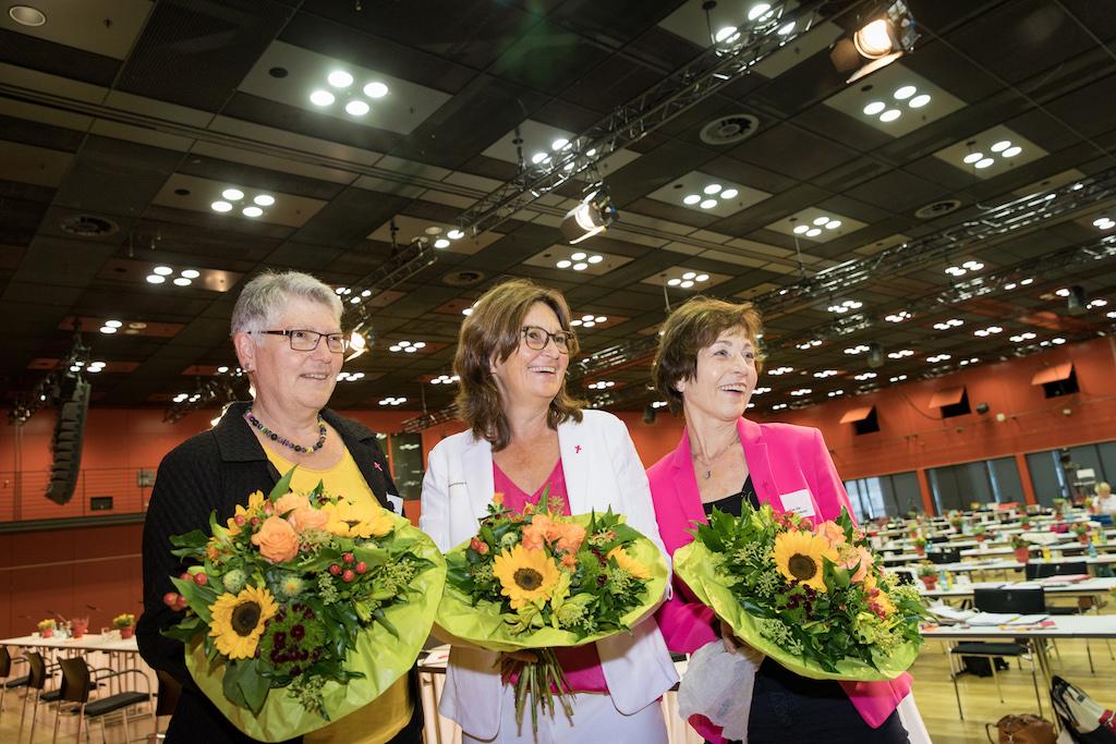Mechthild Heil (60) bleibt Vorsitzende der Katholischen Frauengemeinschaft Deutschlands (kfd). Die Delegierten bestätigten Heil sowie die stellvertretenden Vorsitzenden Agnes Wuckelt und Monika von Palubicki am Freitag bei der Bundesversammlung in Mainz für eine weitere Amtszeit von vier Jahren, wie der Frauenverband mit Sitz in Düsseldorf mitteilte.