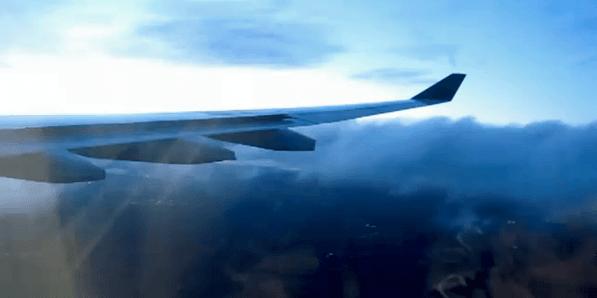 Hochgebogende Flügelspitzen bei Flugzeugen.