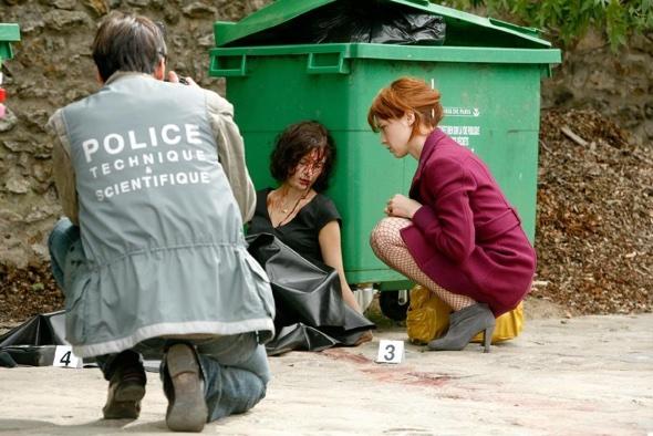 Den Müll und der Leute Befindlichkeiten nach Verwertbarem  durchsuchen.