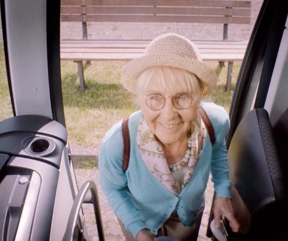 Oma kommt