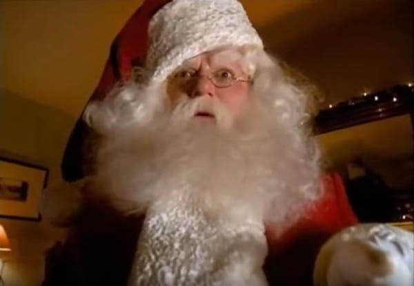 US Santa Claus höchst erstaunt über gelbe M&Ms.