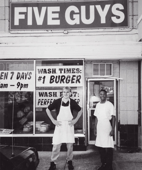 Five Guys kommt einher als wie das berühmte Katz Deli auf New Yorks Houston Street mit Referenzen von Authoritäten wie der Waschington Post und NYTimes.