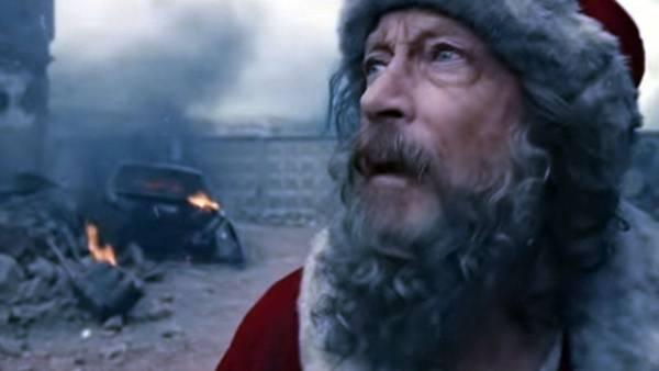 Santa eilt durch ein Kriegsgebiet, um ein Kind zu finden, das dieses Weihnachten einen Wunsch hat. Adam & eveddb