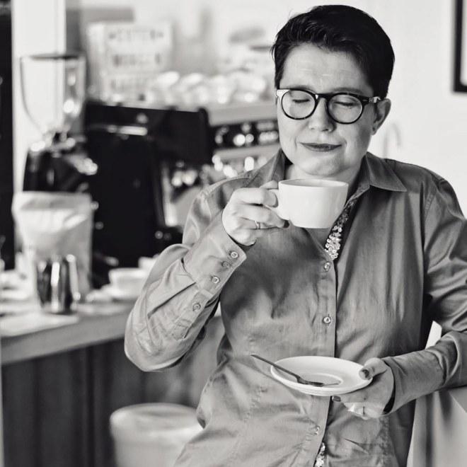 Nicole Kirschner mit ihrem Kaffee