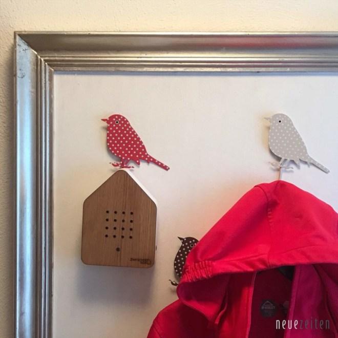 Zwitscherbox Eiche an der Garderobe