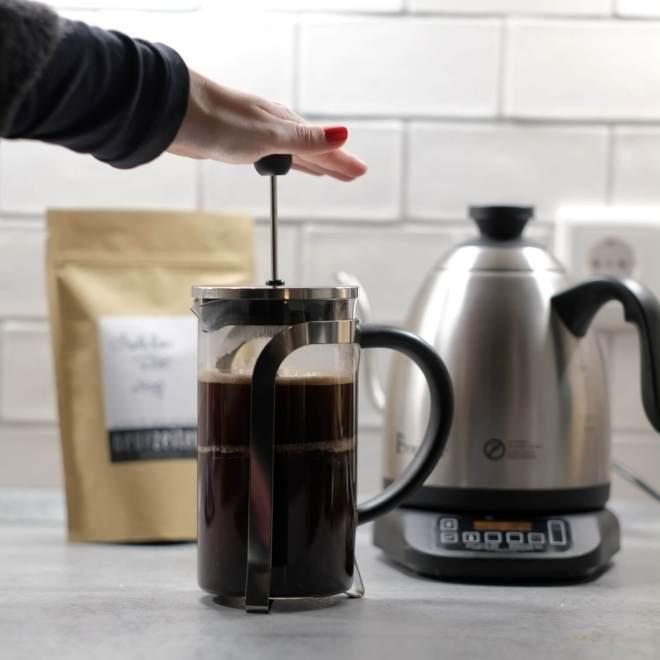Beitragsbild - French Press Kaffee - pressen
