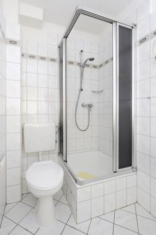 Dusche-im-Badezimmer-680x1024