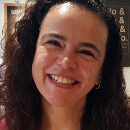 Juliana L. Aguiari - Graduada em Pedagogia, especializada em Neuropsicologia e Educação à Distância, Educadora com experiência de mais de 30 anos na Educação, MBA em Marketing Digital.