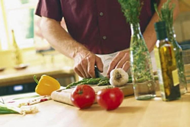 MIND Diet Decreases Alzheimer's Risk and Slows Brain Aging