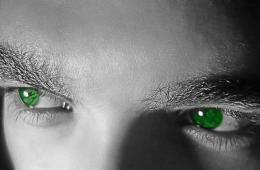 Photo of a person with very green eyes.