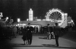 Image shows a old fairground photo.
