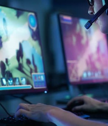 Image of a person playing dota2.