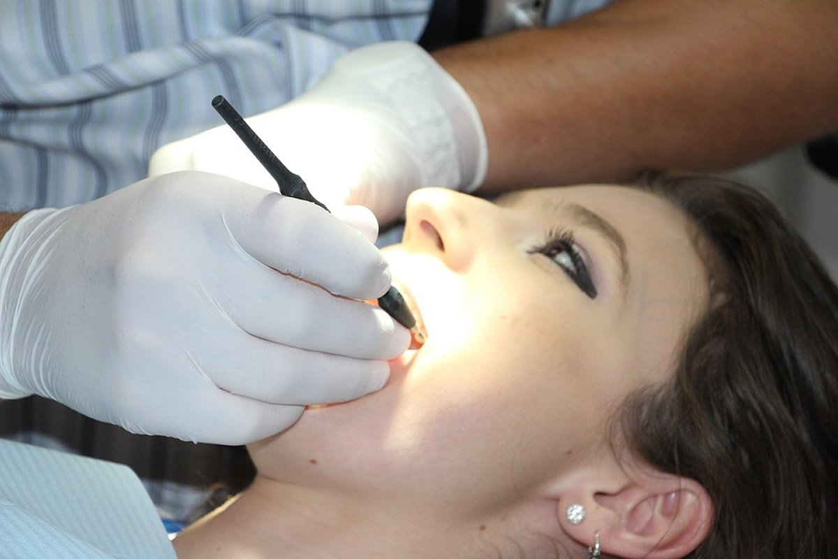 This shows a woman in a dentist's chair