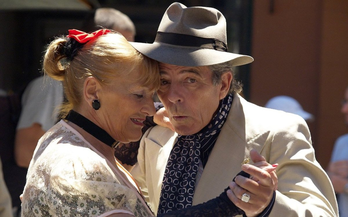 This shows an older couple dancing
