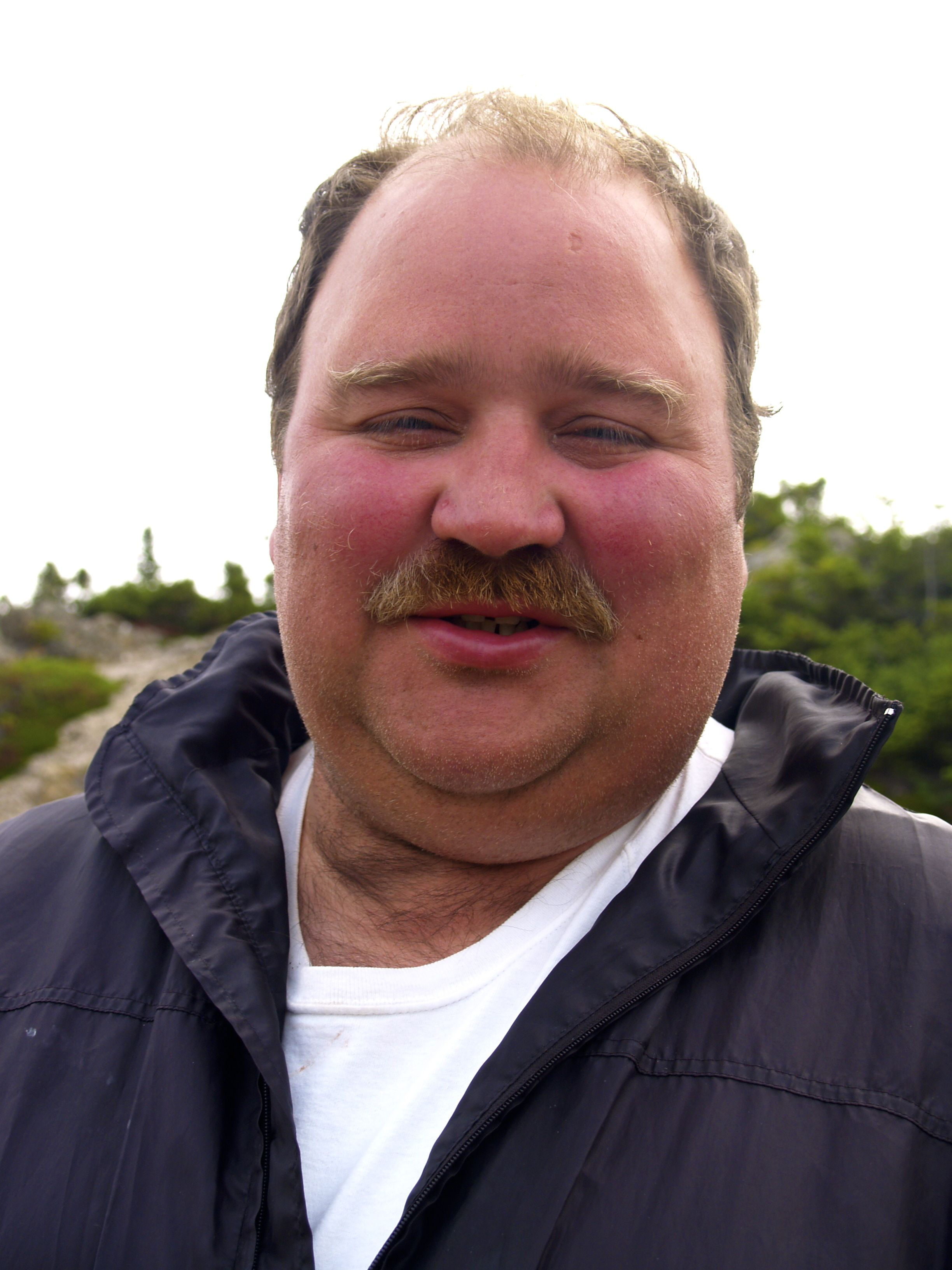 Jody, propriétaire du J & J Fish Market de Twillingate et bon, très bon vivant.