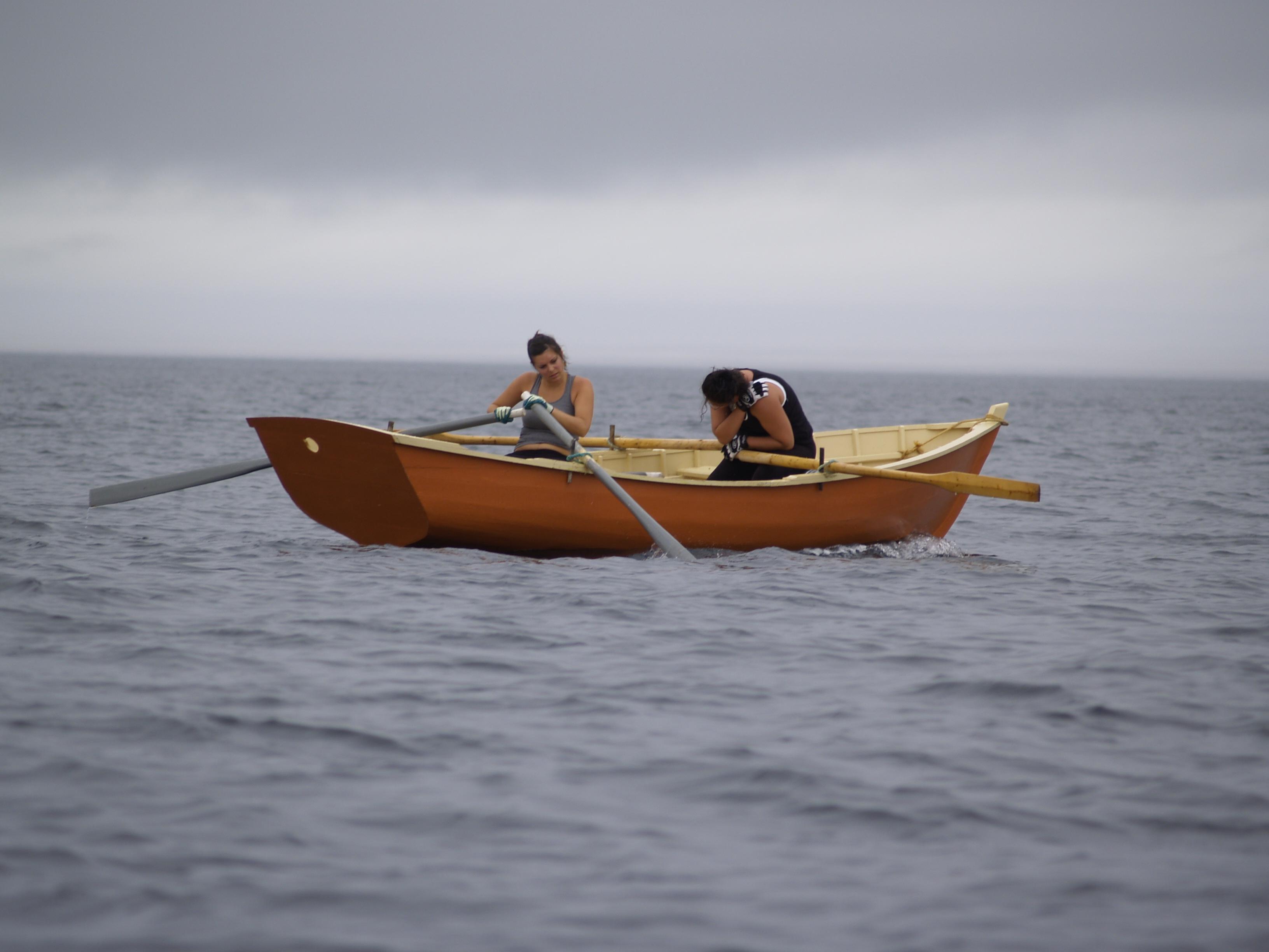 Une crampe forcera bientôt Samantha à l'abandon, après plus de deux heures à se mesurer à l'océan. Photo : Jacinthe Tremblay