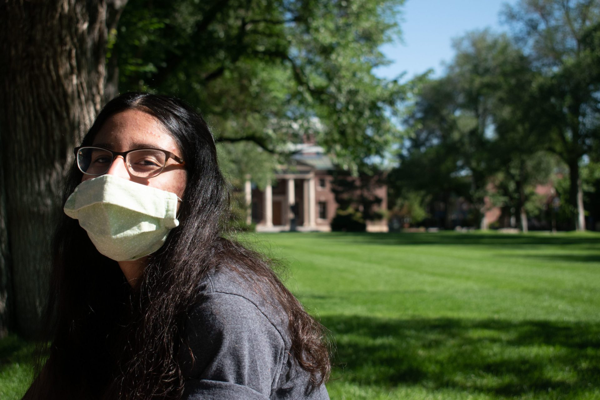 An incoming freshman at the University of Nevada, Reno, wears a mask in the campus's quad.