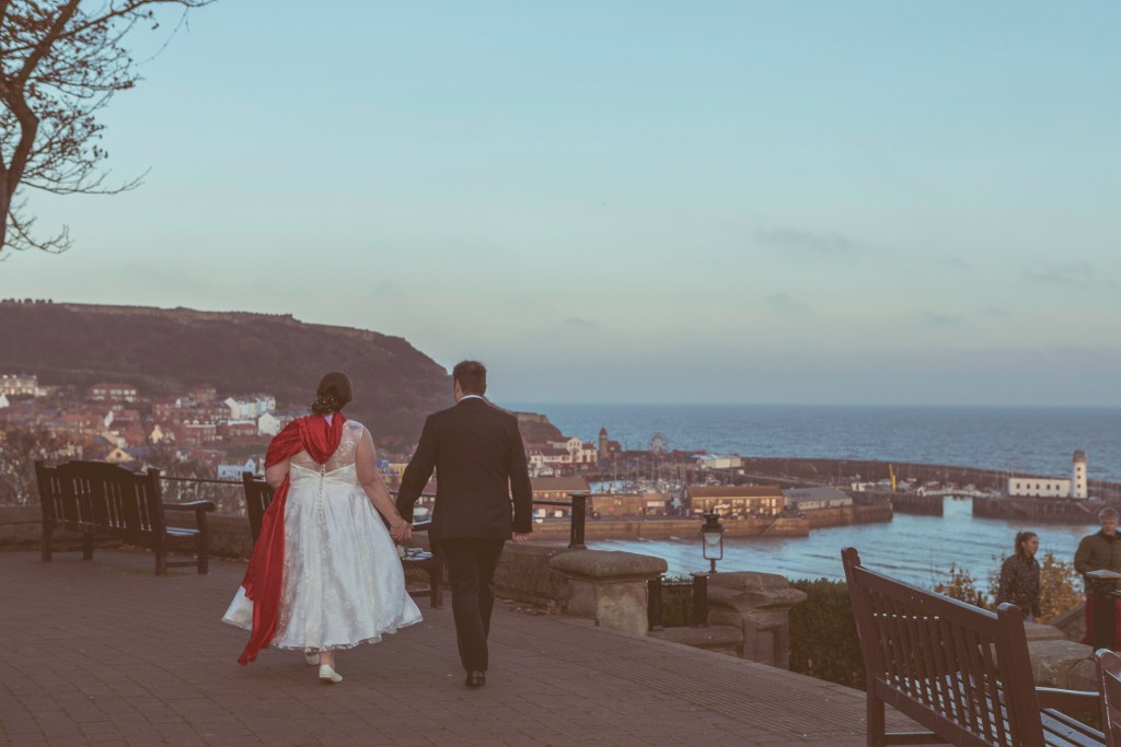 photo image Scarborough bride groom lighthouse castle South Bay